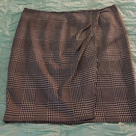 Lane Bryant Dresses & Skirts - LANE BRYANT FAUX WRAP HOUNDSTOOTH SKIRT SIZE 20